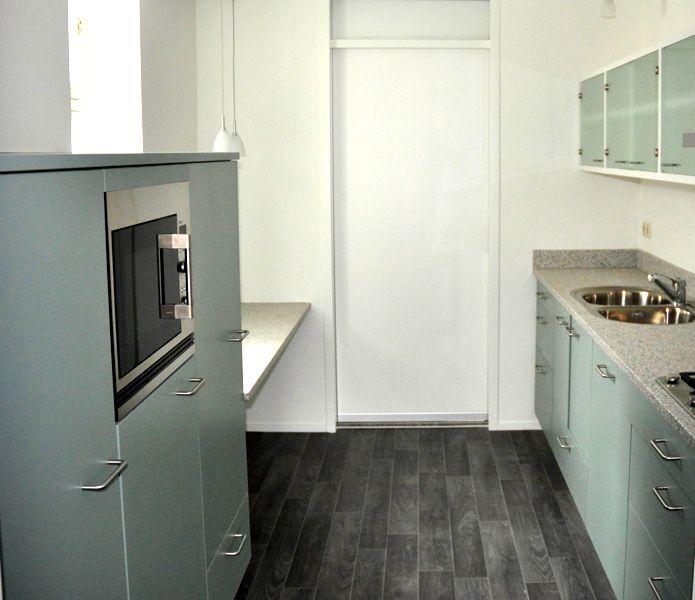Keukenkast op maat een kast op maat een unieke moderne keuken - Moderne keukenkast ...